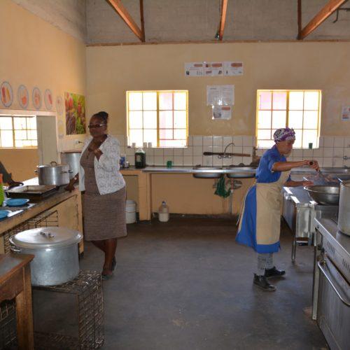 Schulleiterin und Chefköchin