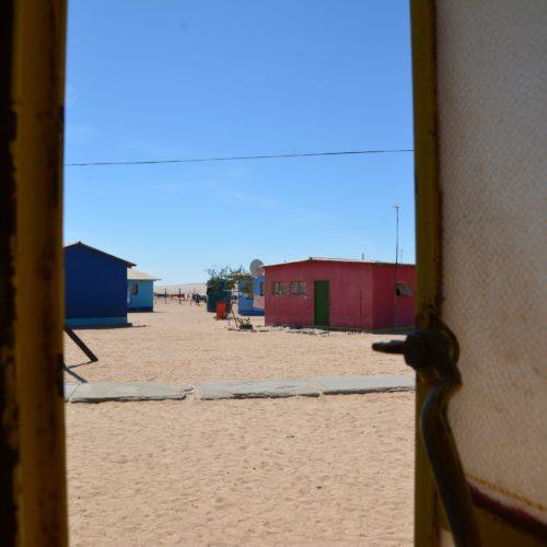 Blick zu den Klassengebäuden